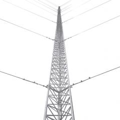 Kit de Torre Arriostrada de Piso de 15 m Altura con Tramo TZ35 Galvanizado Electrolítico (No incluye retenida).